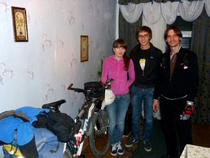 20130528. Начинающие велосипедисты Талдыкоргана (Наташа, Серсет и Виктор).