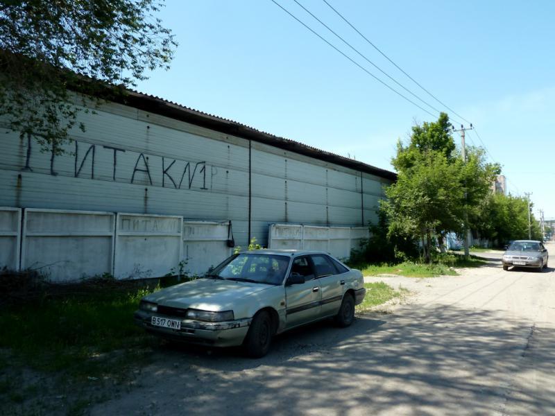 """20130529. Метка """"пИтака"""" на улице Ракишева в Талдыкоргане."""