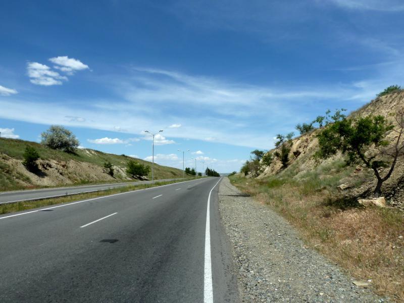 20130529. Автодорога A-350, в десяти километрах от Талдыкоргана.