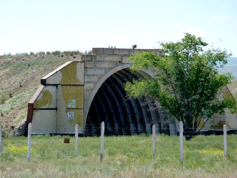 20130529. Вид на ангары-бомбоубежища армейского аэропорта.