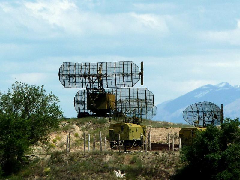 20130529. Элементы радиолокационной станции неподалеку от армейского аэродрома и танкодрома Талдыкоргана.