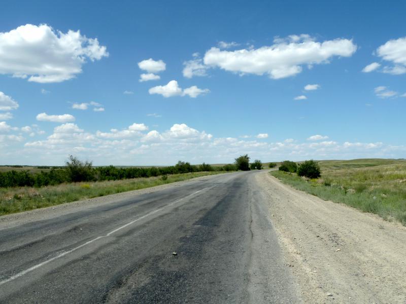 20130529. Дорога A-350 в тридцати километрах от Талдыкоргана.