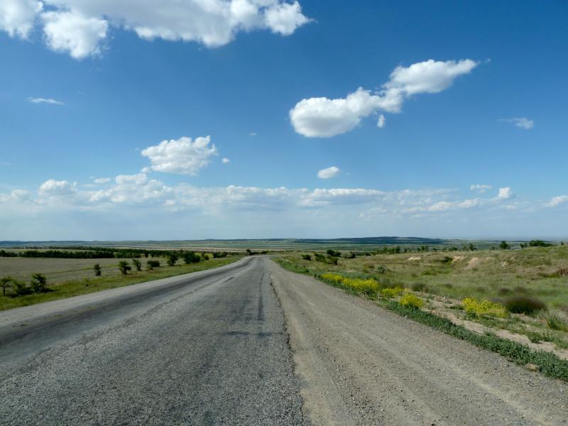 """20130529. Участок дороги """"Талдыкорган - Усть-Каменогорск"""" в месте поворота на восток."""