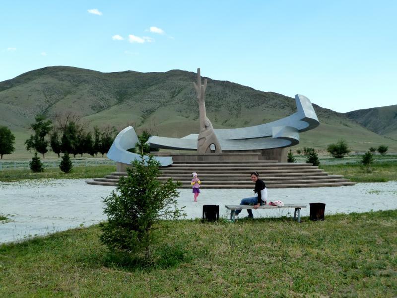 20130529. Памятник наводнению 11 марта 2010-го года в селе Кызылагаш.
