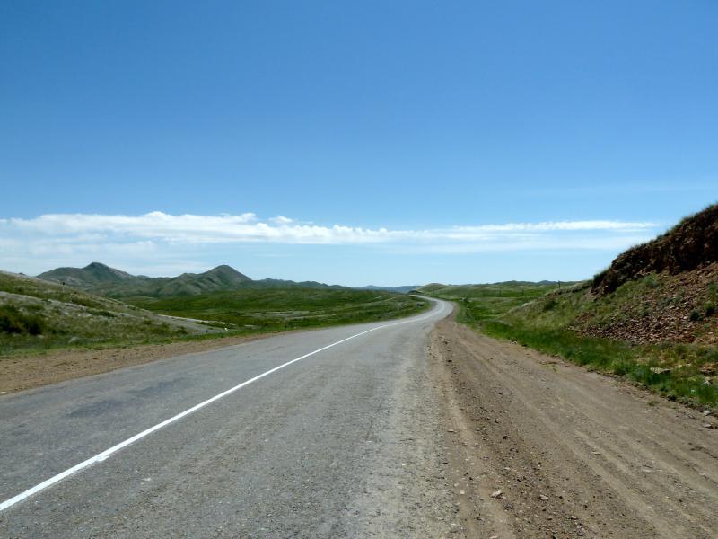 20130531. Дорога M-38 в Каражальских горах.