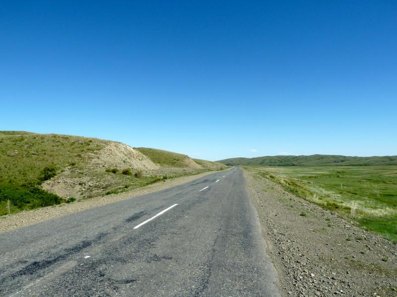 20130531. Спуск дороги M-38, после перевала Байбура.