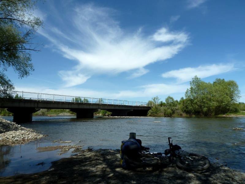 20130601. У моста через реку Талменка, неподалеку от села Преображенка.