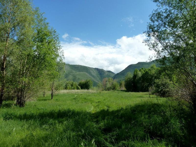 20130603. Вид с берега водохранилища на хребет Нарынский.
