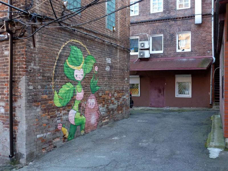 20191016. Владивосток. Няшное граффити в переулке под улицей Адмирала Фокина.