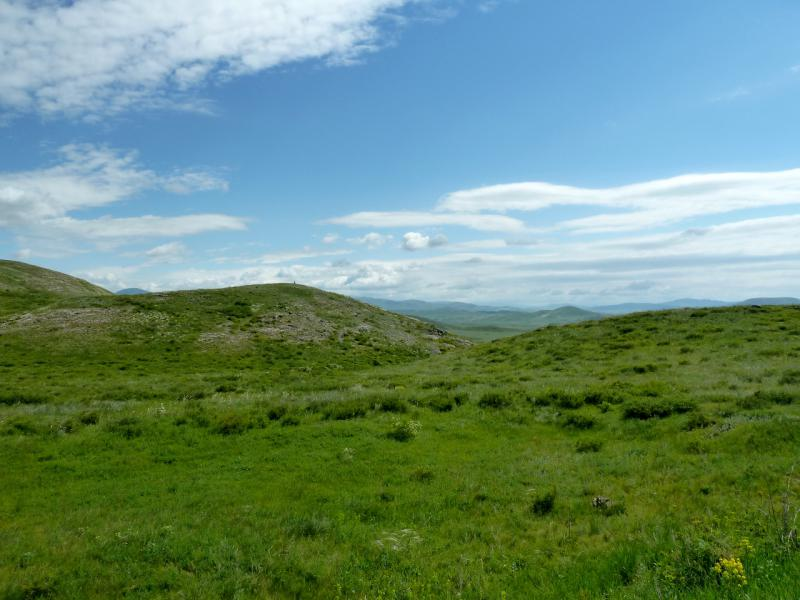 20130605. Холмы и долины гор Алибай.