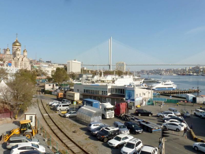 20191016. Владивосток. Самый центр города, на пересечении пеших, автомобильных, железнодорожных и водных путей.