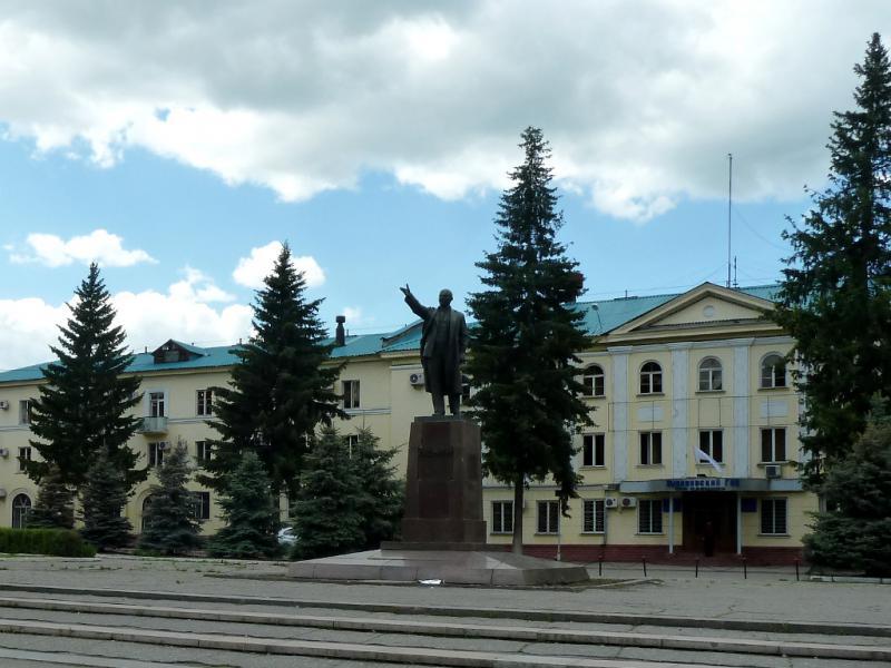 20130605. Здание управления местного ГОК, на главной площади Зыряновска.