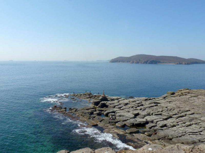 20191017. Владивосток. Край мыса Тобизина с маяком, а дальше Японское море.