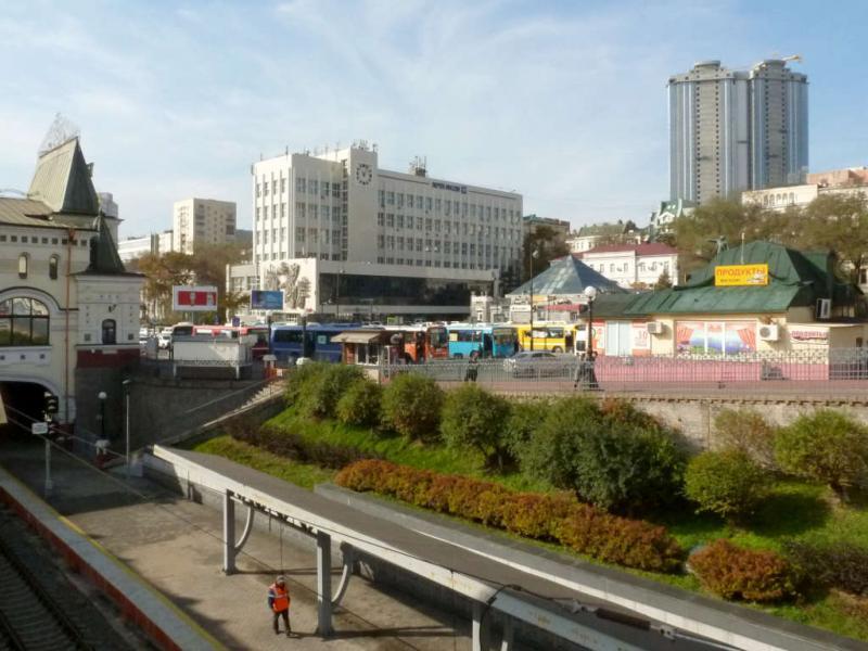 20191018. Владивосток. Вид на площадь перед ЖД-вокзалом.