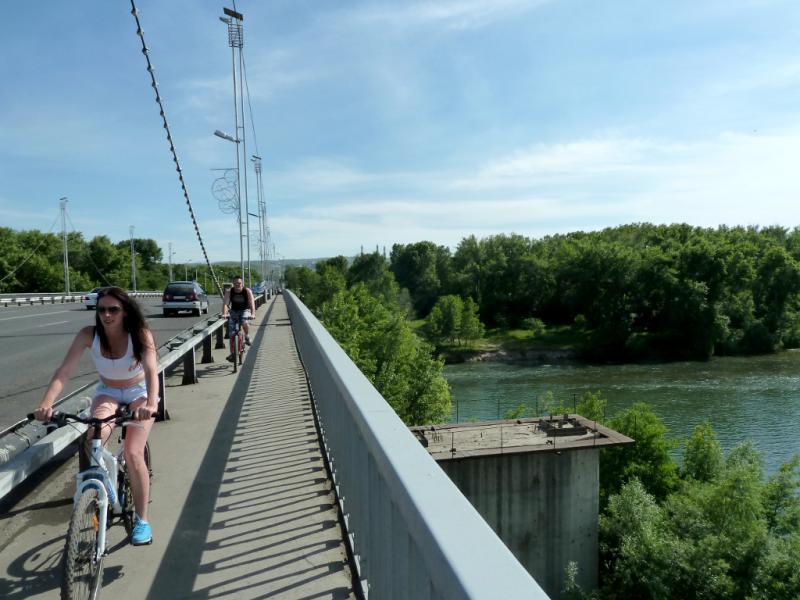 20130608. На усть-каменогорском мосту через реку Иртыш.