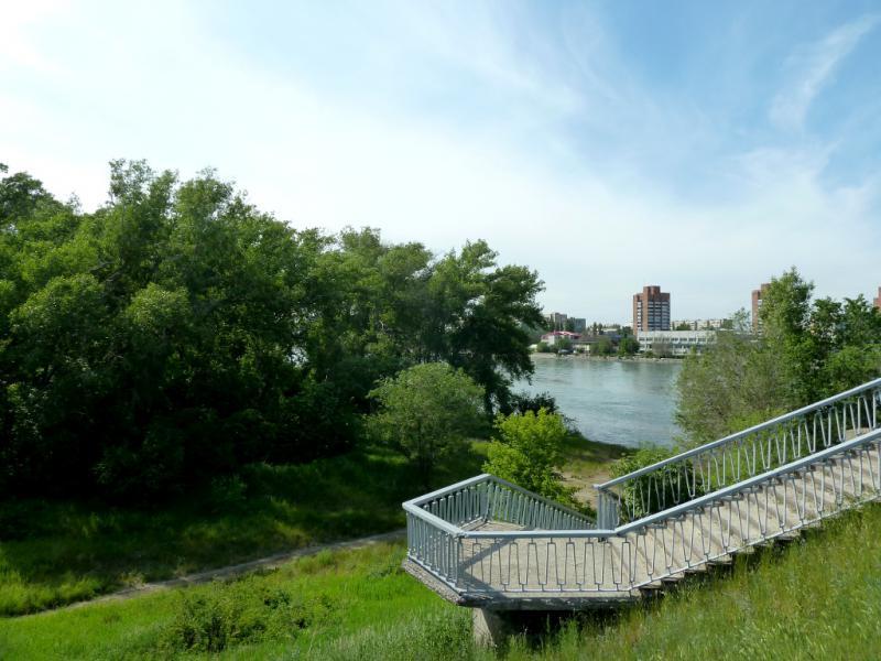 20130608. Пешеходный спуск с моста в Усть-Каменогорске.