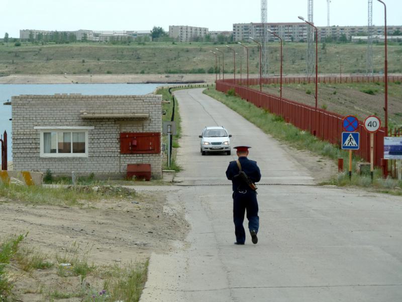 20130610. У КПП Шульбинской ГЭС.