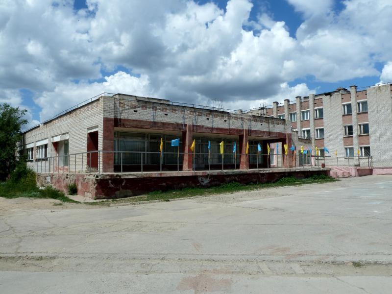 20130611. Заброшенное общественное здание в Шульбинске.