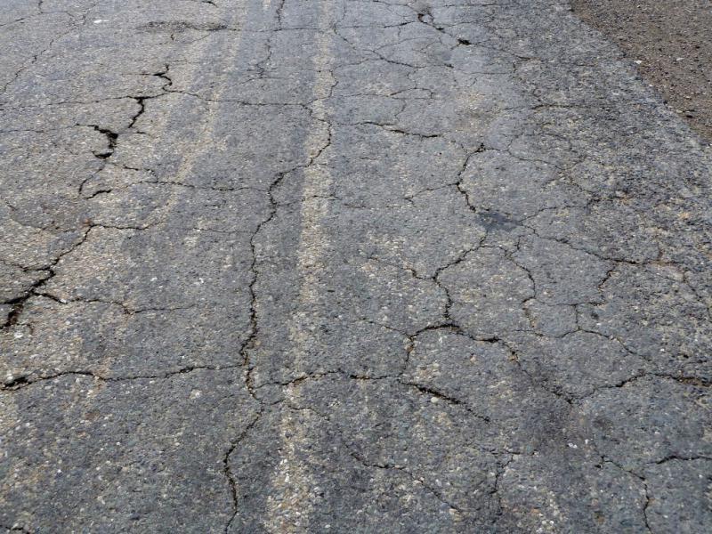 20130611. Пример асфальтового покрытия дороги Шульбинск - Семипалатинск.