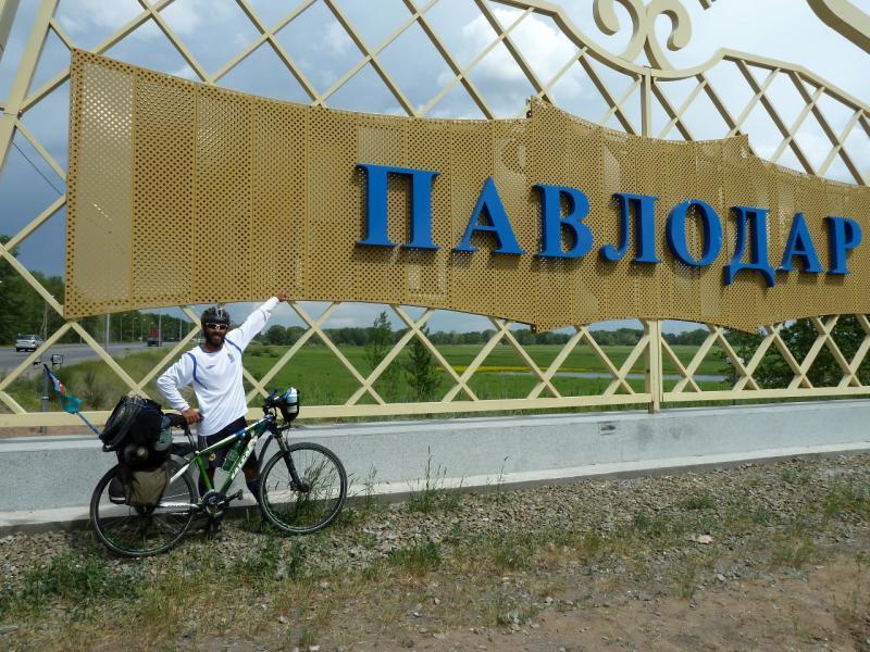 20130612. Рамиль Зиядов в Павлодаре. На границе города.