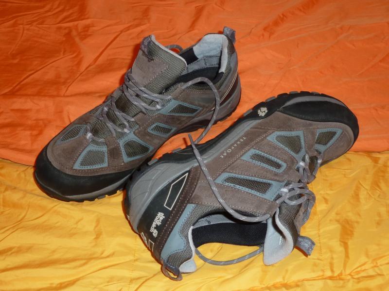 """Трекинговые кроссовки """"Jack Wolfskin"""" (45.5 size): вид сбоку."""