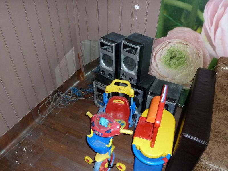 """Временное пристанище на """"химах"""": в процессе перестановки мебели оголяются углы и проявляются особенности местного ремонта."""