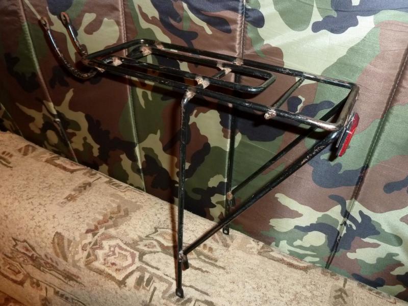 """Стальной задний багажник (под """"V-Brake""""): вид сбоку сзади."""