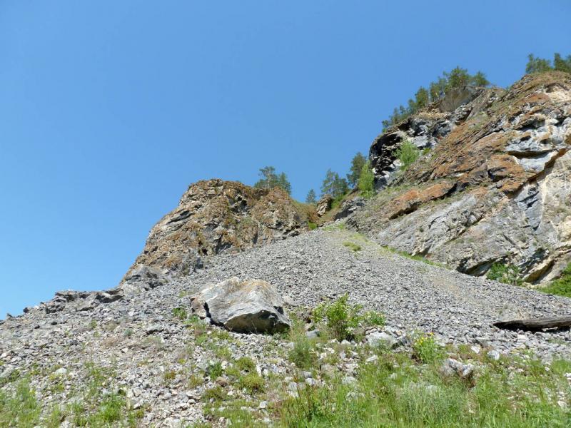 20200523. Скальный выступ, которых обходит река Мана одной из своих петель.