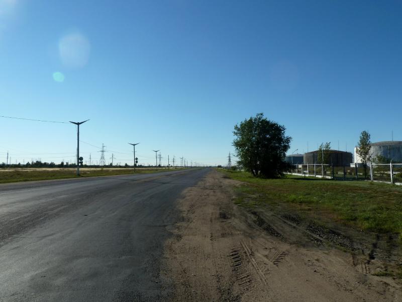 20130907. Дорога на Аксу в районе хранилища жидкого топлива.