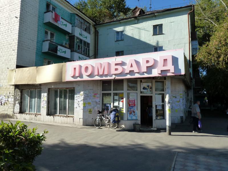 20130907. Один из центральных магазинов города Аксу (Павлодарская область, Казахстан).