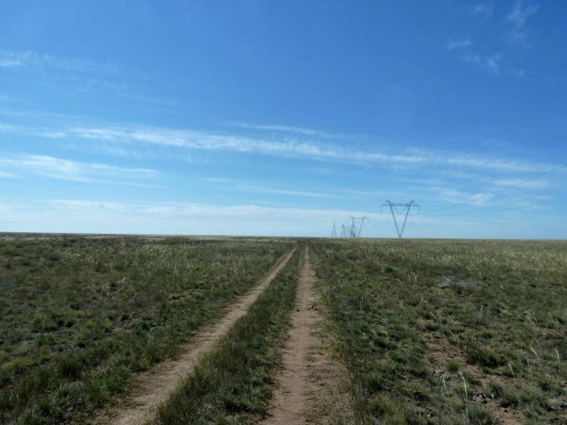 20130907. Степная дорога вдоль ЛЭП, по направлению к селу Калкаман.
