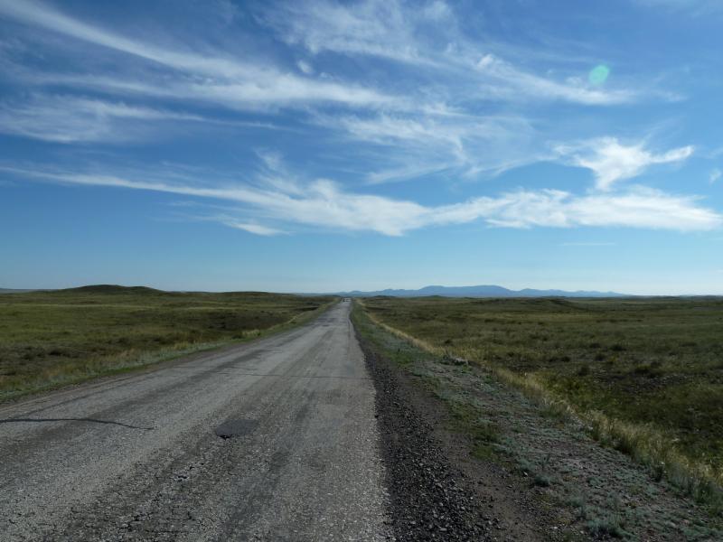 20130908. Дорога Калкаман-Баянаул, в пятидесяти километрах от гор как таковых.