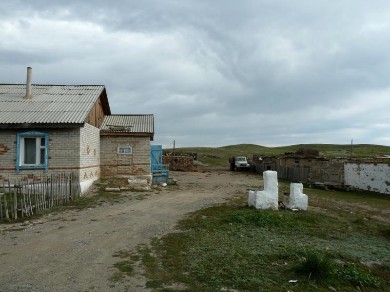 20130909. Типичный двор в селе Торайгыр (Баянаул, Казахстан).