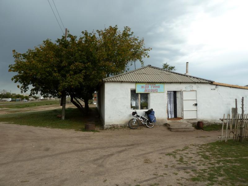 20130909. У магазина в селе Торайгыр.