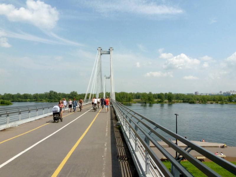 20200628. Красноярск. На пешеходном Виноградовском мосту, проложенном через протоку Татышева на остров Татышева.