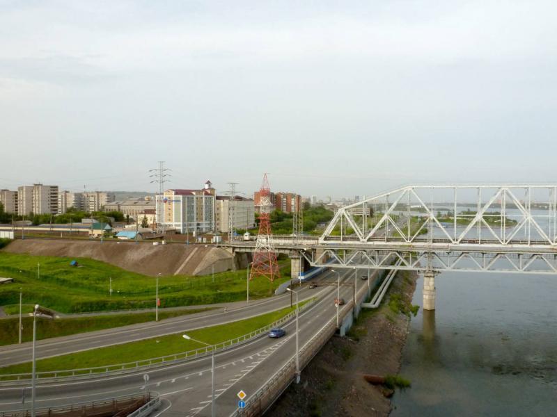 20200628. Красноярск. Вид на часть развязки и железнодорожный мост с автомобильного Николаевского моста.