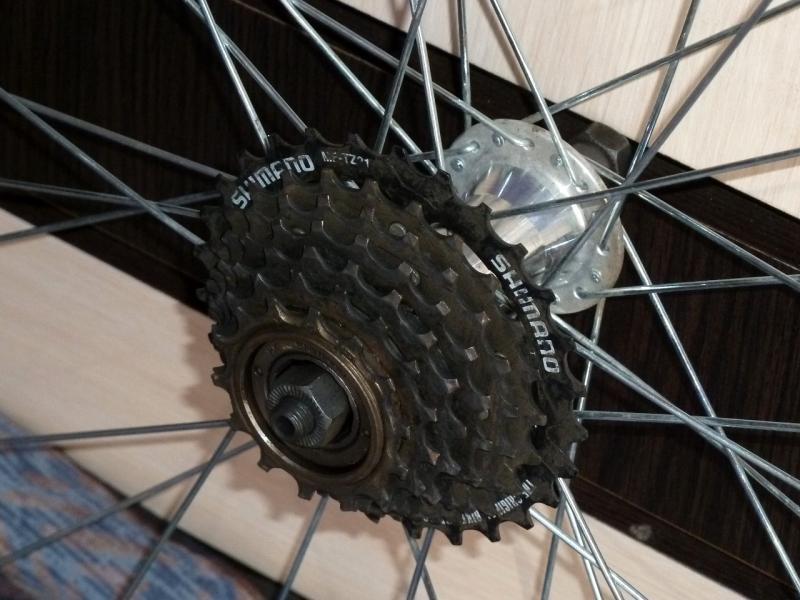 """Заднее колесо велосипеда """"Merida Juliet"""": вид кассеты."""