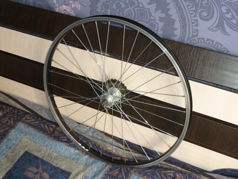 """Заднее колесо велосипеда """"Merida Juliet"""": общий вид."""