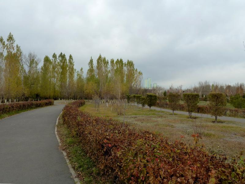 20131020. Астана: на дорожках центрального парка.