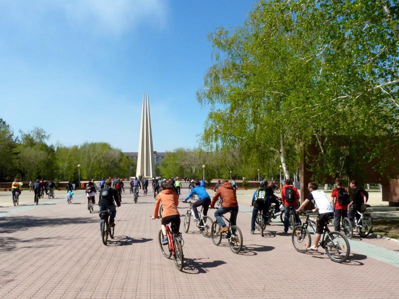 20140507. На старте вело-покатушки открытия сезона, в парке Победы.