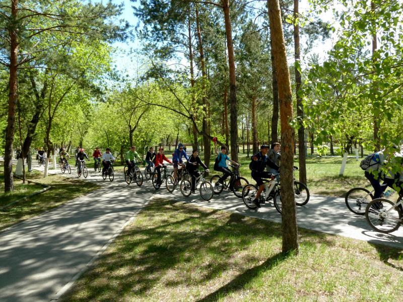 20140507. Участники открытия вело-сезона в парке Победы.