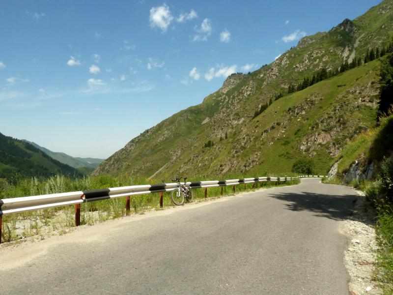 20140715. На дороге в Большом Алматинском Ущелье.