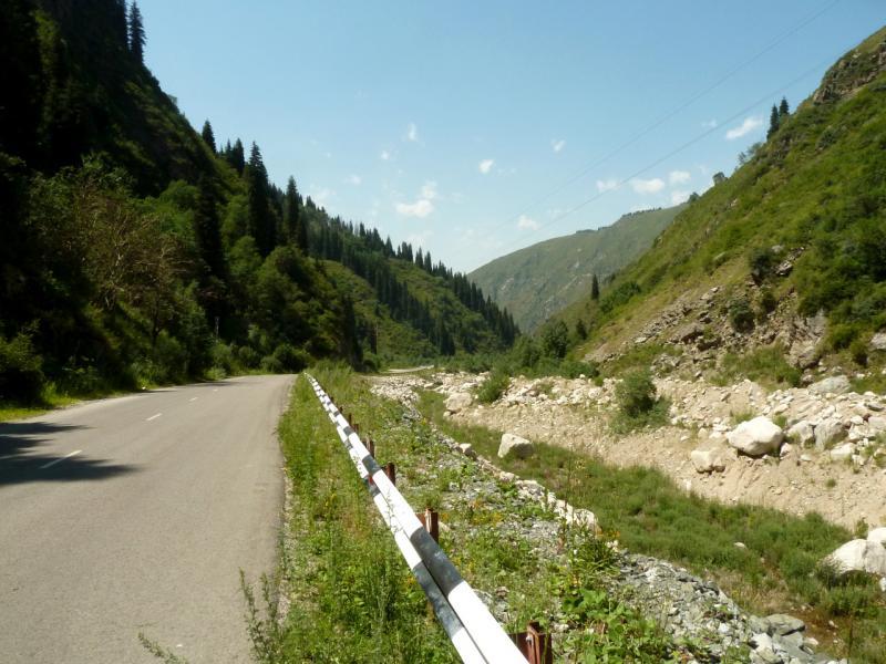 20140715. Вдоль почти сухого русла речки Большая Алматинка.
