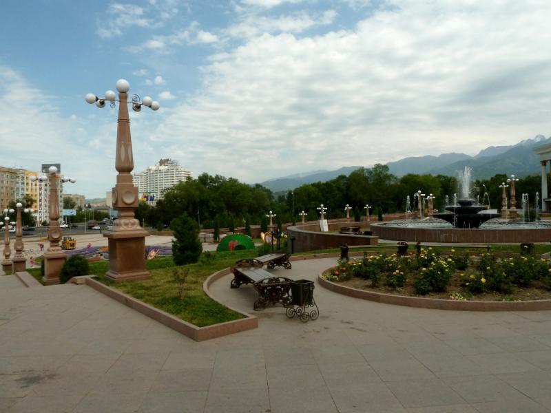 20140724. Алматы. Парк первого президента. Вид с центрального портала.