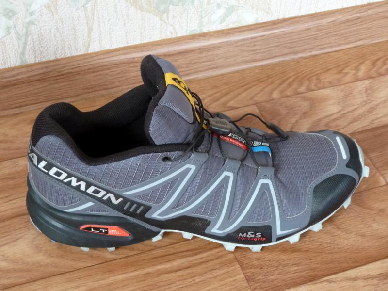 """Кроссовки """"Salomon SpeedCross-3"""": детальный вид правой стороны правого кроссовка."""