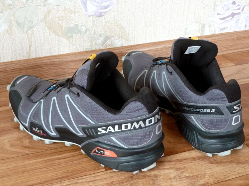 "Кроссовки ""Salomon SpeedCross-3"": вид сзади-слева."