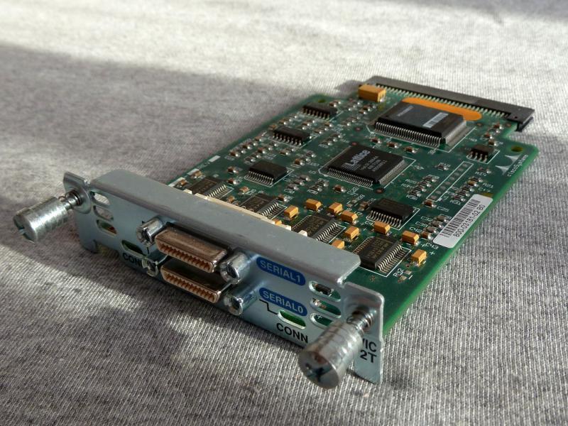 """Модуль """"Cisco WIC-2T"""": общий вид."""