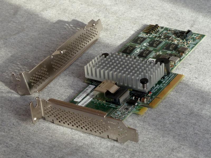 """RAID-контроллер """"Intel RS2BL040"""": общий вид сверху."""