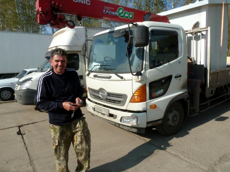 20140924. Виктор Николаевич из Кемерова, водитель грузовичка, с которым мы ехали весь день от Омска до Тюмени.