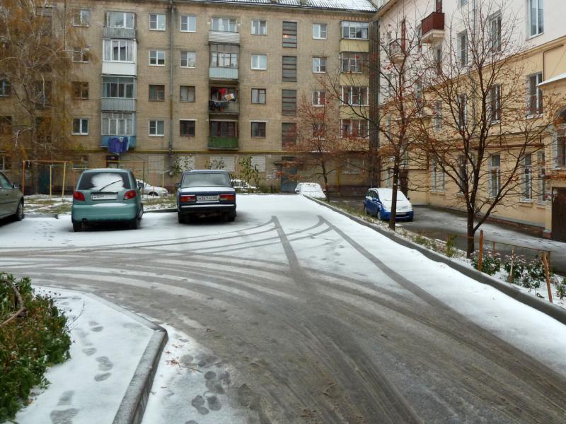 20141020. Тамбов. Первый снег и первая слякоть. Во дворе дома, где я живу.